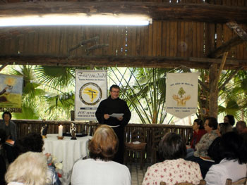 Frei Germano prega retiro para a Fraternidade Santo Antônio