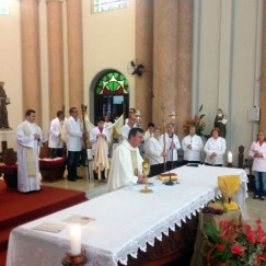 Celebração de Corpus Christi na Paróquia São Pedro Apóstolo