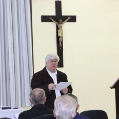 O Pároco Frei Paulo, participa de atualização com o clero de Blumenau