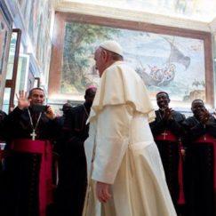 Quem é o bispo? Papa explica 3 características essenciais desta vocação
