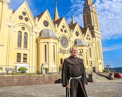 Frei Aldolino Bankhardt é acolhido na paróquia São Pedro