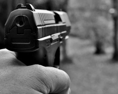 A questão sobre a posse de armas de fogo e outros temas atuais: considerações a partir da ótica franciscana