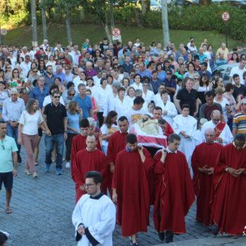 Celebração da Paixão do Senhor e Procissão com Jesus Morto no Centro de Gaspar