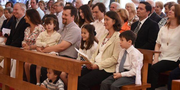 Estudo de Harvard revela os benefícios levar os filhos à igreja
