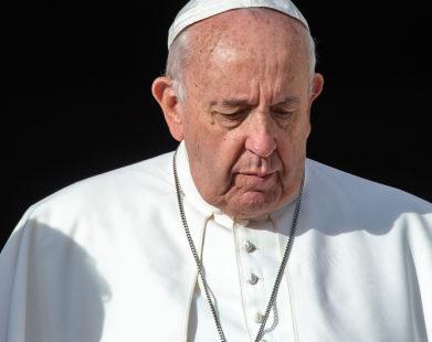 O Papa Francisco está rezando pelas vítimas do novo coronavírus