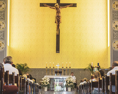 Em tempos de coronavírus, devo ou não seguir o preceito de ir à Missa aos domingos?