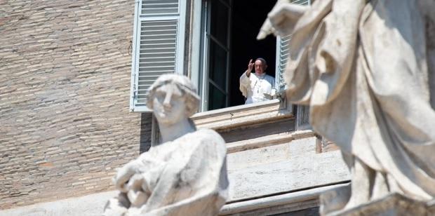 Papa expressa gratidão aos que trabalham com refugiados