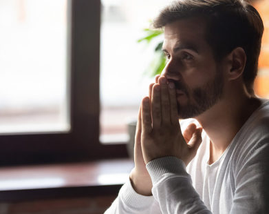 Preocupado(a) com o que está acontecendo no mundo? Estas orações podem te ajudar